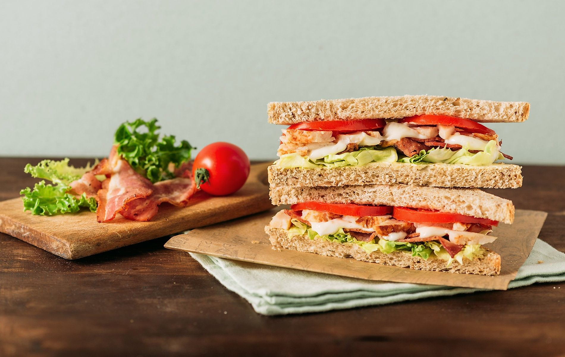 Club sandwich with tomato