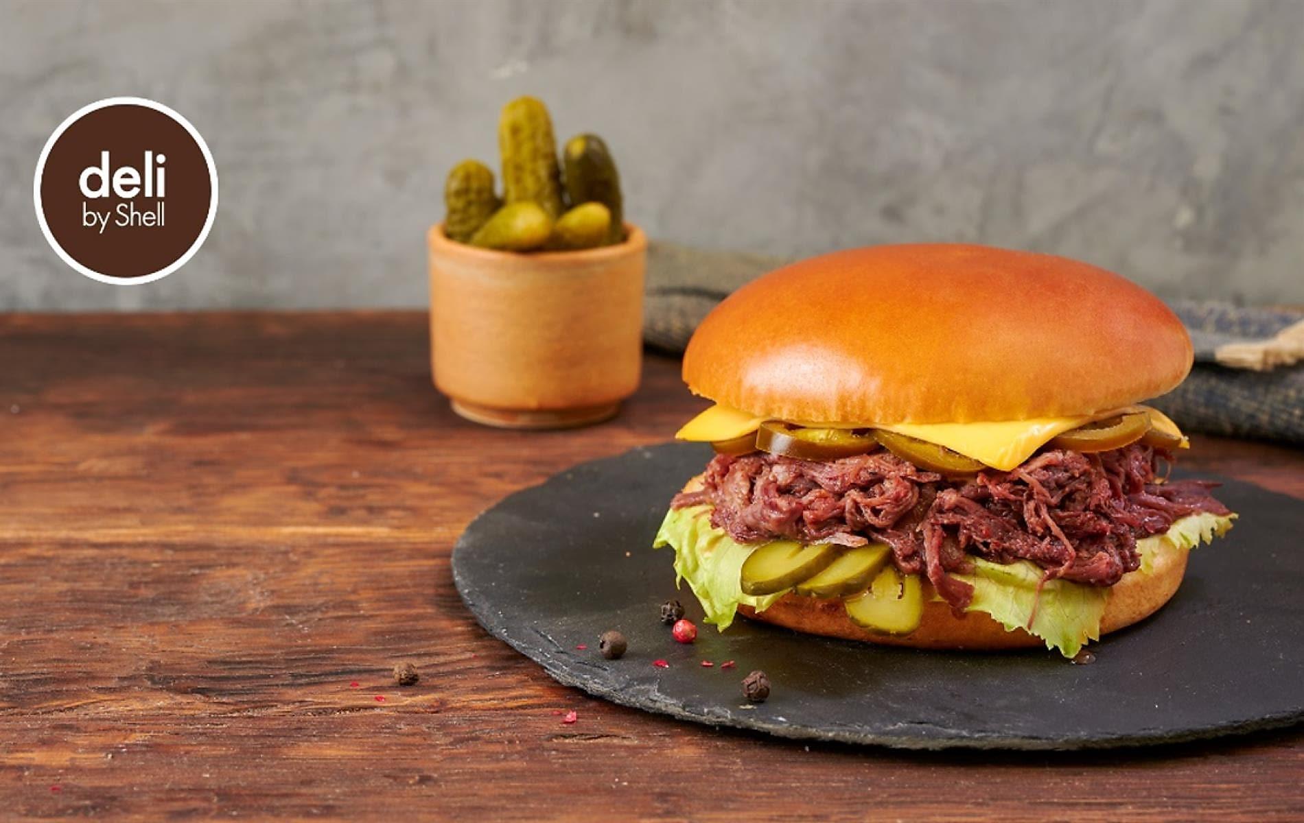 Опитайте новия бургер на deli by Shell